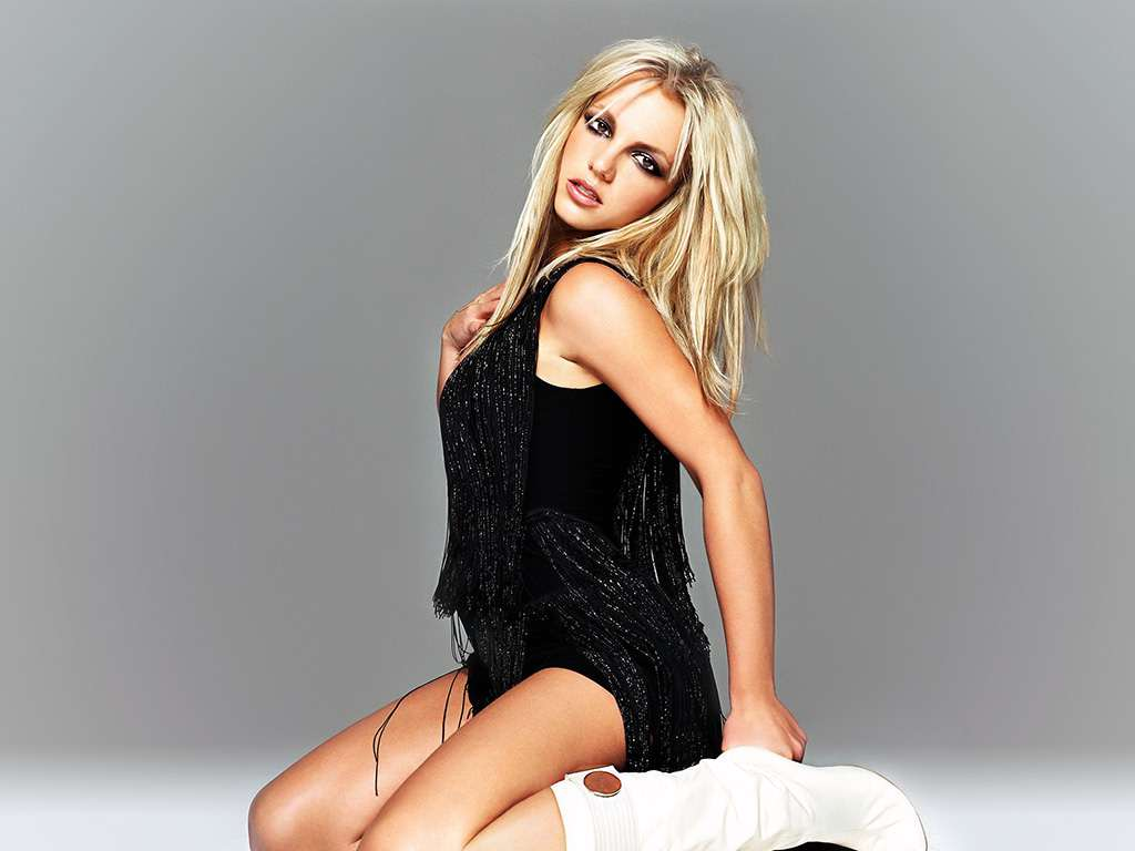 britney-spears-wallpaper-black-dress