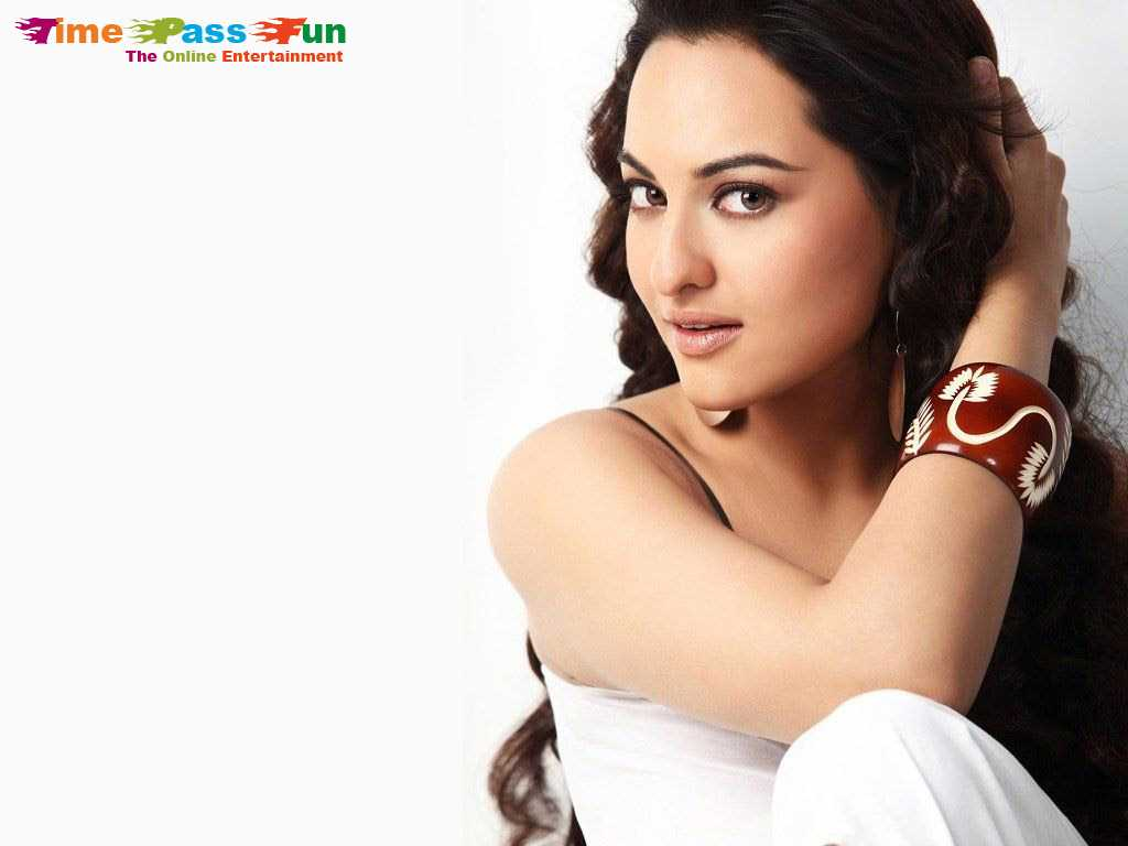 sonakshi-sinha-hot-wallpaper-1024x768