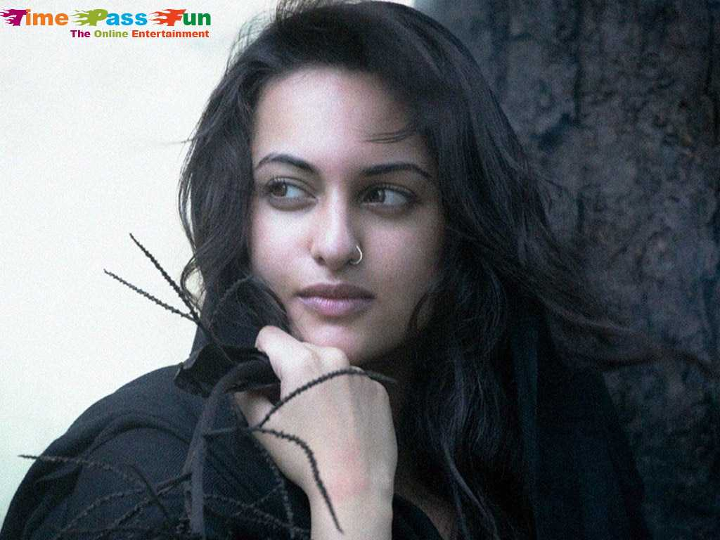 sonakshi-sinha-sexy-hot-latest-wallpapers