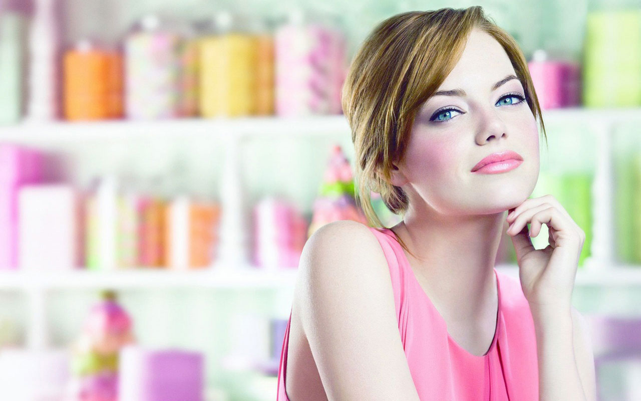 Hot Sexy Emma Stone Pink Dress Wallpaper
