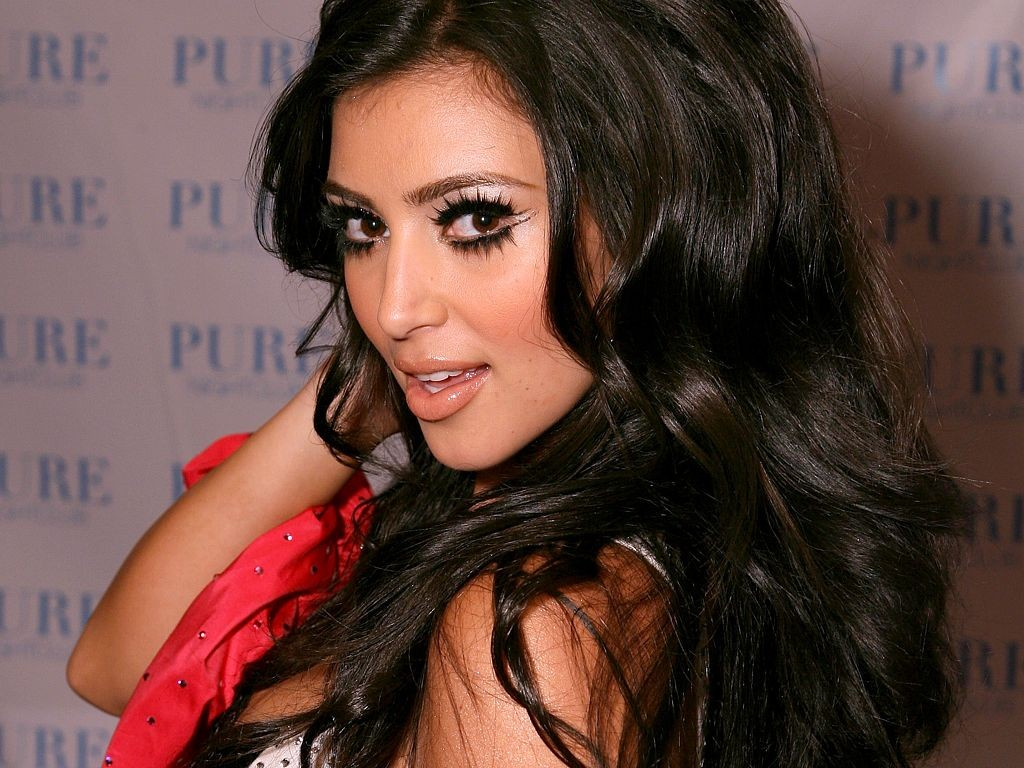 kim-kardashian-hot-hd-wallpaper