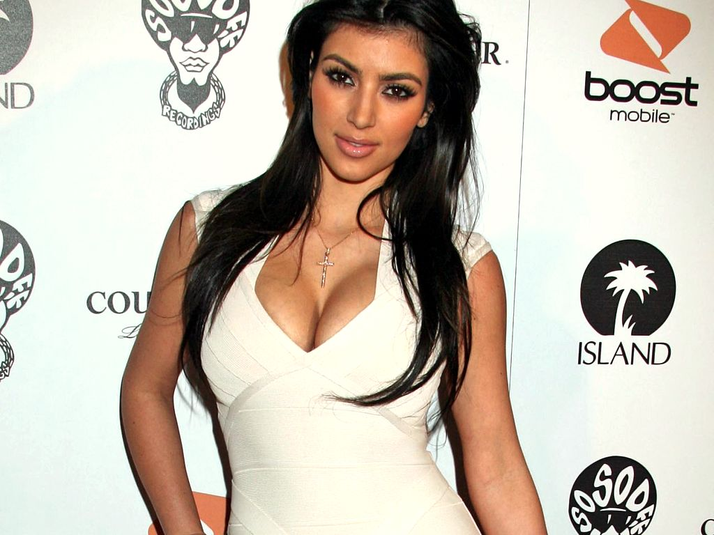 kim-kardashian-hot-wallpaper