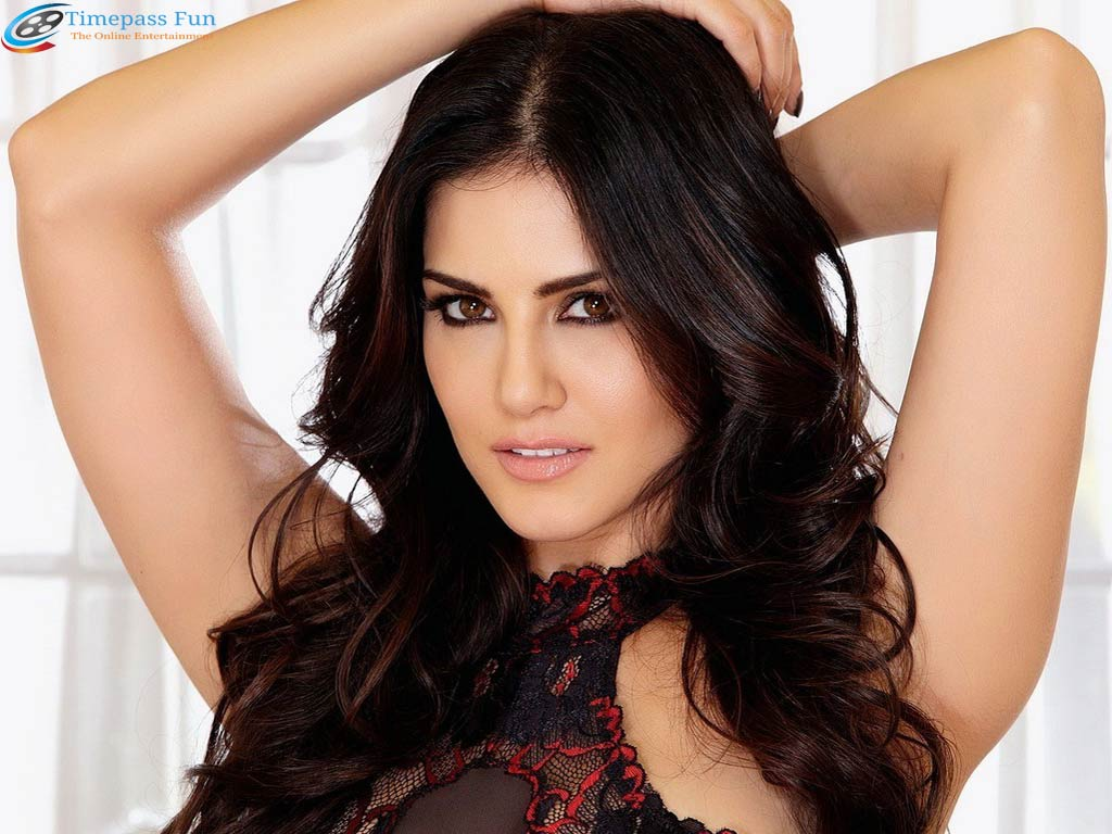 sunny-leone-black-sexy-dress