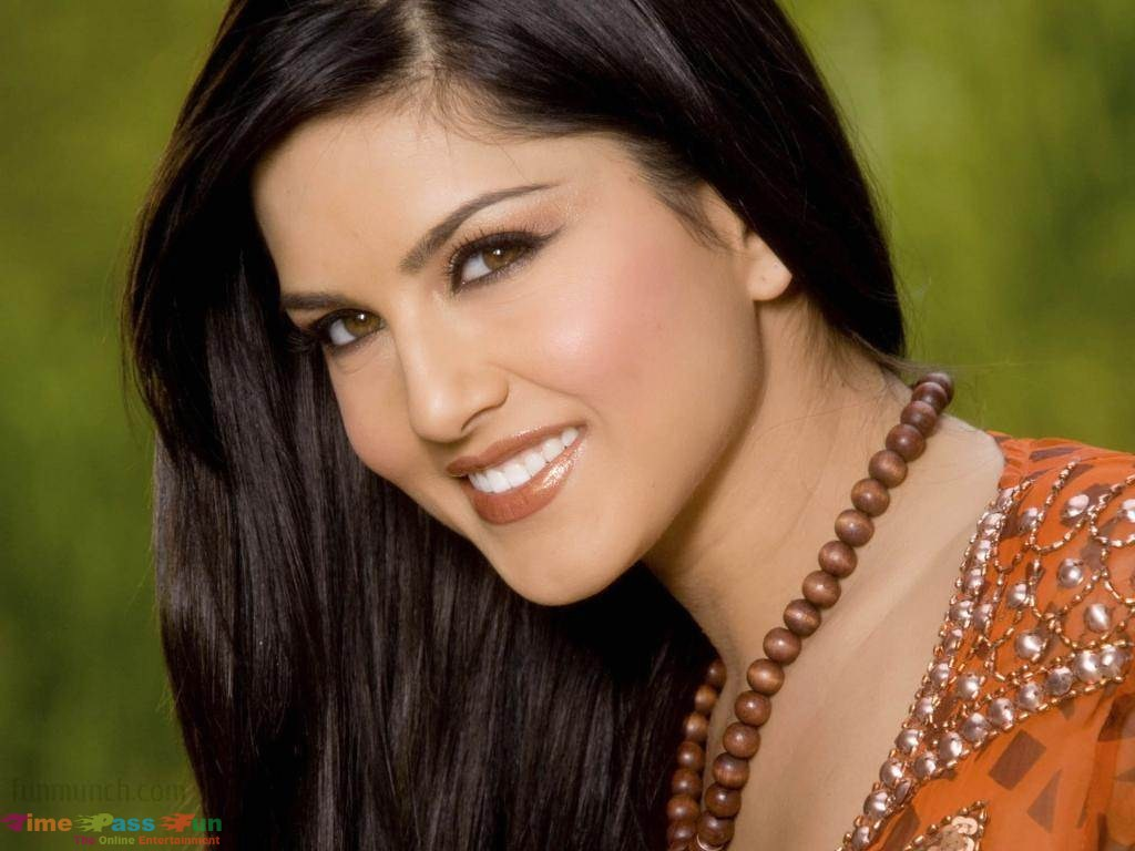 Download sunny leone hd wallpaper