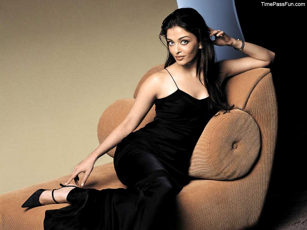 Aishwarya Rai Bachchan Bollywood Actress Wallpapers Download