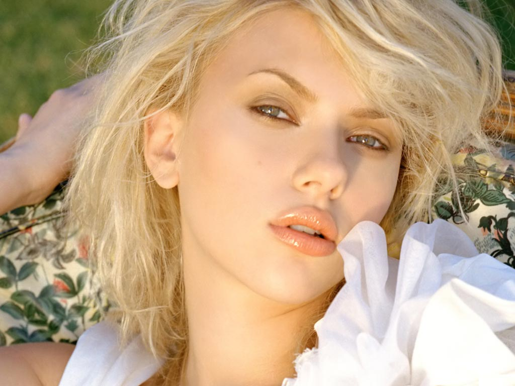 Scarlett Johansson Wallpaper: 12 Best Scarlett Johansson Wallpapers