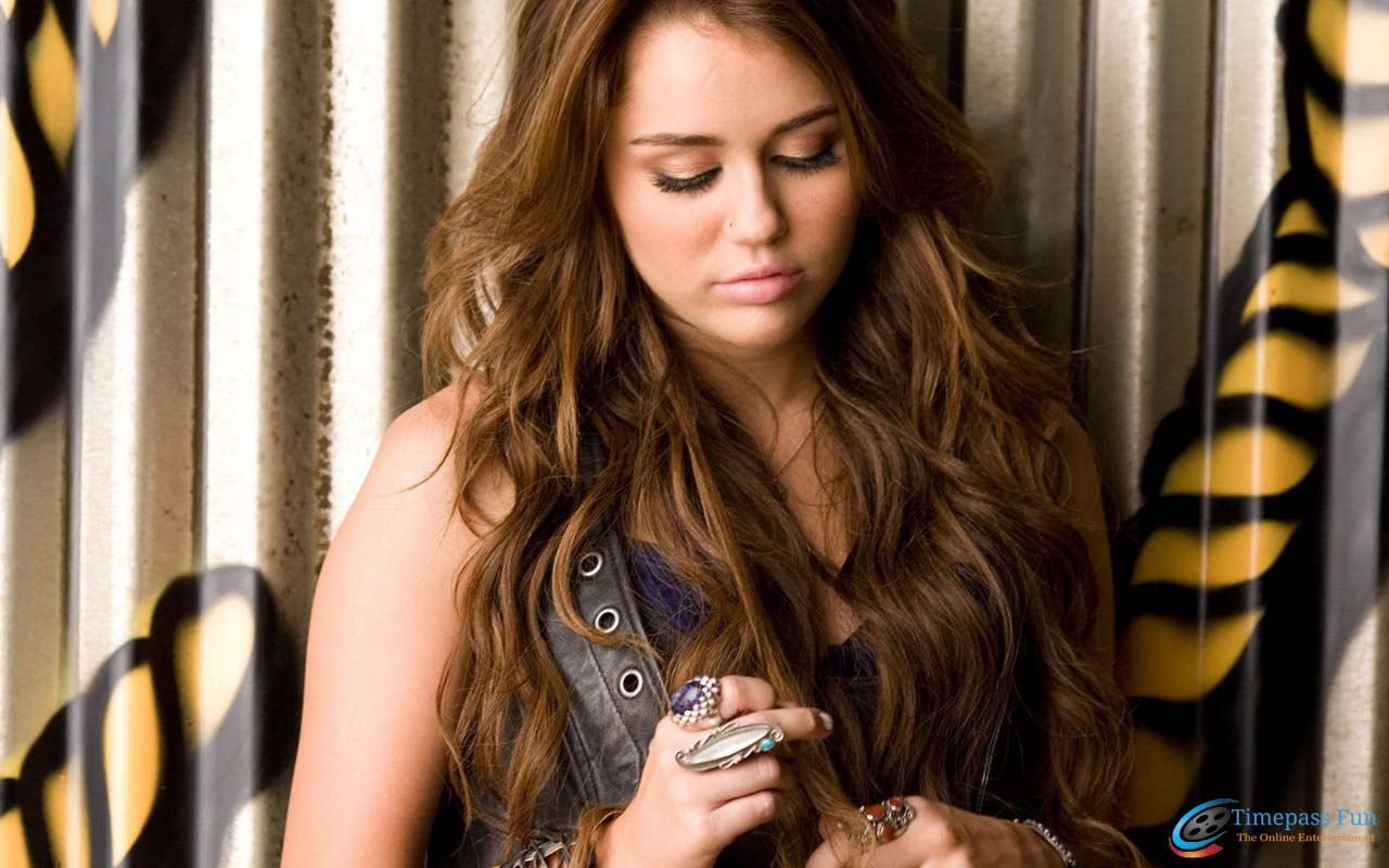 Pics Photos - Related Post To Miley Cyrus Hot Hd Wallpaper