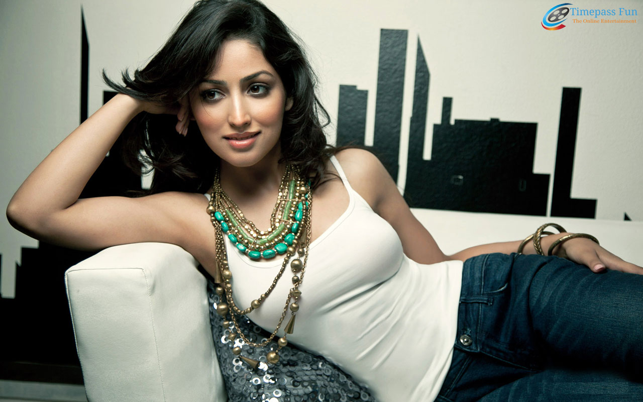 yami-gautam-hot-wallpaper